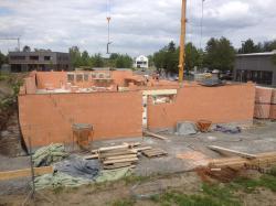 Das Außenmauerwerk ist aus 36.5 cm starken Porotonsteinen. (bogensporthalle-IMG_2340.jpg)