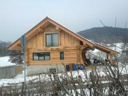 Kanadisches Holzhaus. Der Keller inkl. der gesamten Erdarbeiten wurde von uns in Massivbauweise hergestellt - bis Oberkante Kellerdecke. (fertighaus_IMG_0413.jpg)