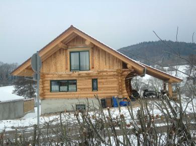 Kanadisches Holzhaus. Der Keller inkl. der gesamten Erdarbeiten wurde von uns in Massivbauweise hergestellt - bis Oberkante Kellerdecke.
